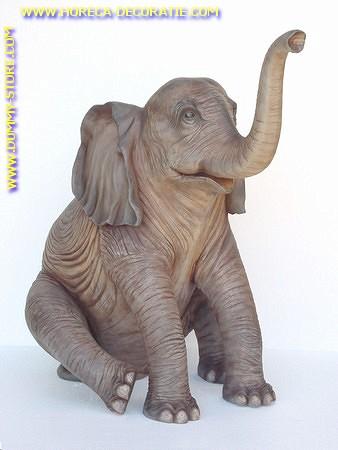 Olifant, zittend, hoogte: 1,40 mtr, breedte: 1,40 mtr
