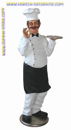 Chef met schotel, hoogte: 1,86 meter