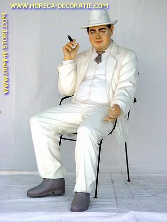 Al Capone zittend, hoogte: 1,40 meter