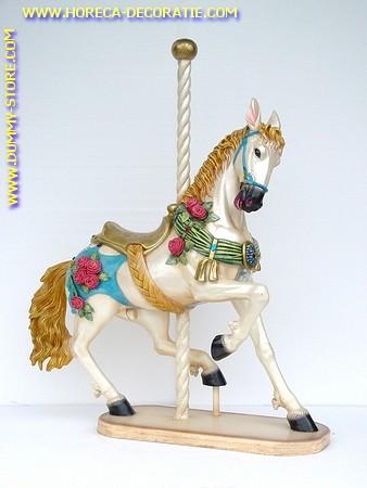 Kermis paard wit, hoogte: 1,43 meter