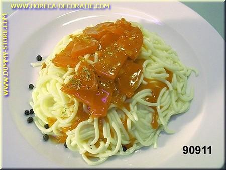 Spaghetti, mit Tomatensauce - Attrappe