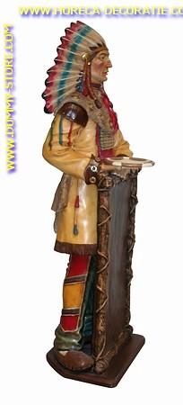 Indiaan met krijtbord, hoogte: 1,87 meter