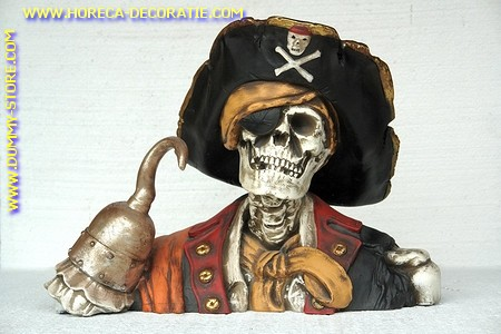 Piratehead with hook, h: 0,47 mtr, b: 0,68 mtr