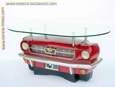 Ford Mustang midden tafel met glas
