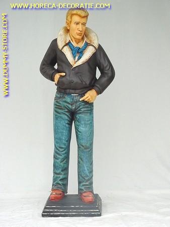 James Dean, hoogte: 1,75 mtr.