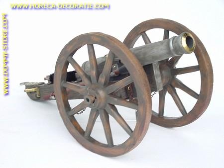 Kanon met grote wielen