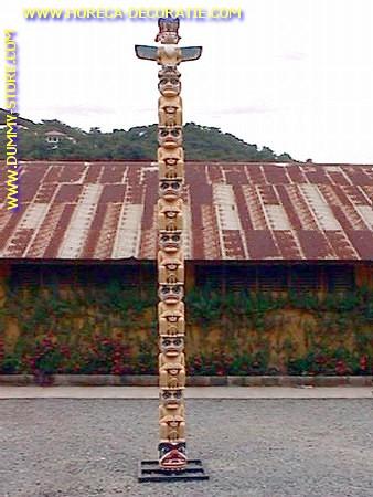 Totempfahl, Höhe: 6,56  Meter