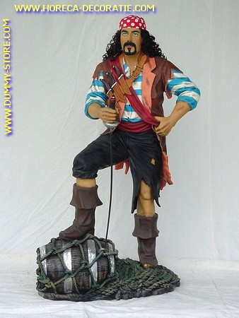 Piraat met voet op vat, hoogte: 1,90 meter