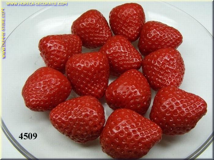 Aardbeien, HALVE, zonder spin, 12 stuks - namaak