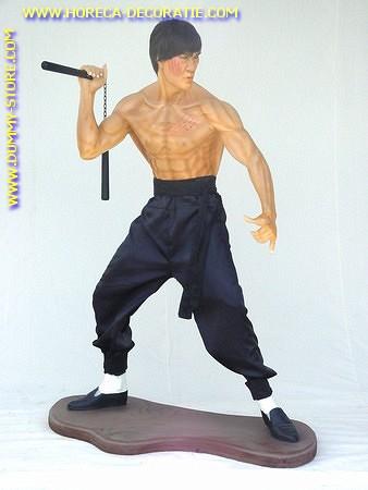 Bruce Lee, hoogte: 1,83 meter