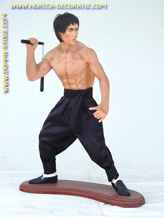Bruce Lee, hoogte: 0,94 meter
