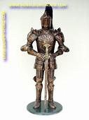 Ridder met zwaard en harnas, hoogte: 2,18 meter