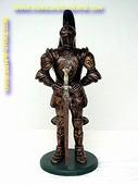 Ridder met zwaard en harnas, hoogte: 1,12 meter