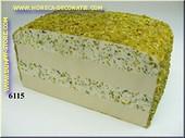 Pistazien-Käse-Laib angeschnitten - Attrappe