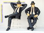 Blues Brothers zittend
