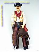 Cowboy mit Sattel, Höhe: 1,88 Meter