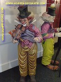 Clown met viool, hoogte: 1,62 meter
