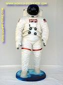 Astronaut, hoogte: 1,90 meter