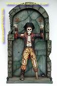 Geketende skelet piraat, hoogte: 2,18 meter