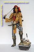 Dames piraat met schatkist, hoogte 1,83 meter