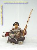Zittende indiaan met wolf, hoogte: 0,63 meter