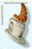 Koffiekop met croissant (muurversie)