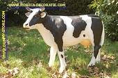 Koe medium, staand, zwart-wit